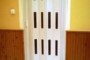 harmonika ajtó ablakokkal