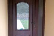 műanyag bejárati ajtó mahagóni színben
